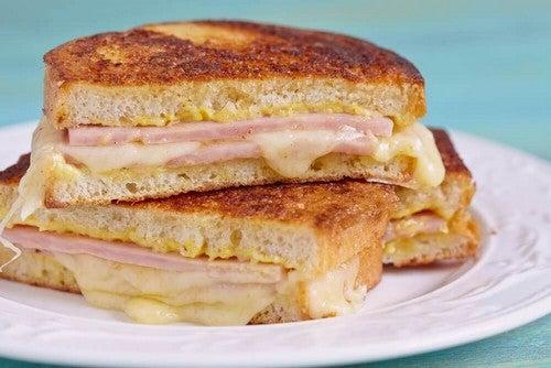 ساندويتش مونتي كريستو – تعلّم كيفية عمل هذه الشطيرة الشهيّة بطريقة سهلة