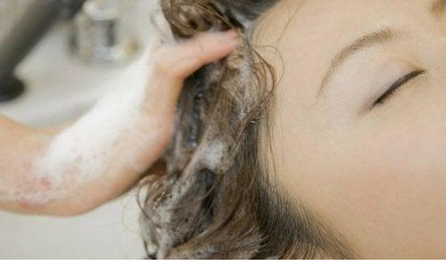 غسل الشعر - هل تعلم أنك كنت تغسل شعرك بطريقة خاطئة طوال حياتك!