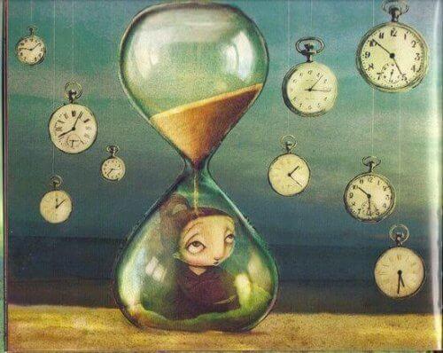 فتاة داخل ساعة رملية
