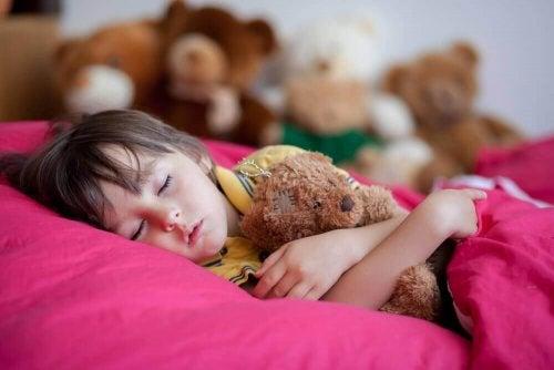 نوم الأطفال – أربعة أسباب تجعل نوم الأطفال في وقت متأخر مضرًا لهم