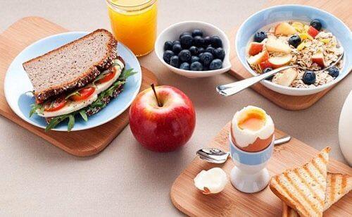 الإفطار والعشاء – 5 خطوات بسيطة لإنقاص الوزن بفعالية من خلال وجبتيّ الإفطار والعشاء