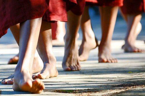 التأمل أثناء المشي – تعلم كيف تمارس التأمل للتخلص من المشاعر السلبية