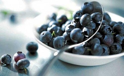 حبات من التوت الأزرق