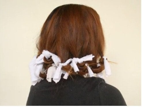 جعدي الشعر باستخدام قميص قديم