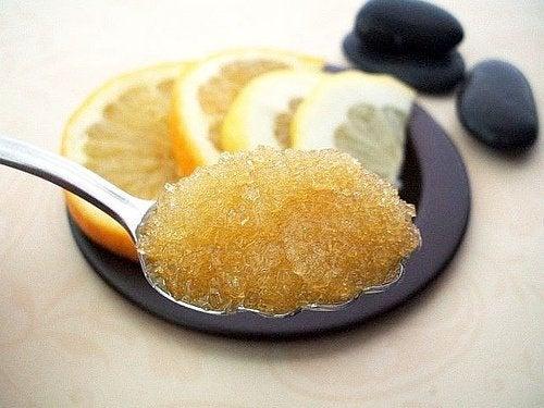 مقشر الليمون والسكر