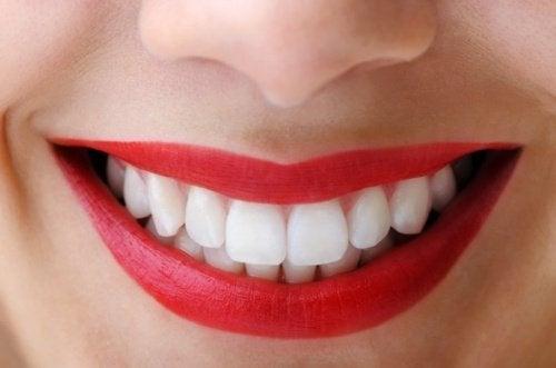 التفاح يحافظ على صحة أسنانك