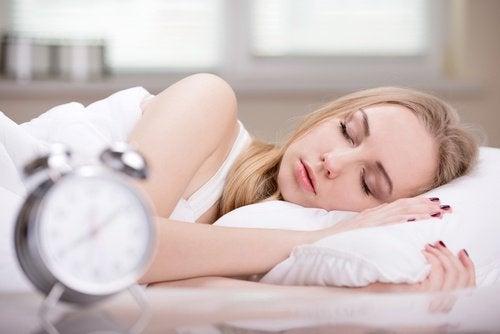 النوم الكثير يسبب زيادة الوزن