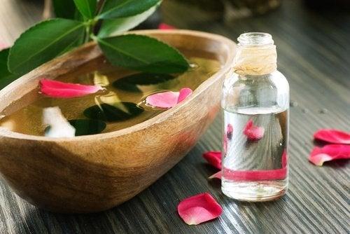 عبوة ماء الورد وزيت الورد العطري