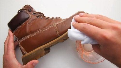 ملمع أحذية