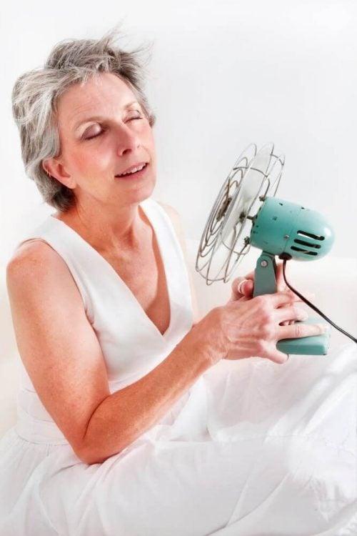أعراض سن اليأس – علاجات طبيعية فعالة لتخفيف أعراض انقطاع الطمث