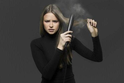 فرد تجاعيد الشعر – 4 وسائل تساعدك على فرد الشعر بشكل طبيعي دون استخدام المكواة