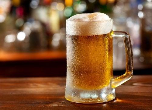 كوب من البيرة
