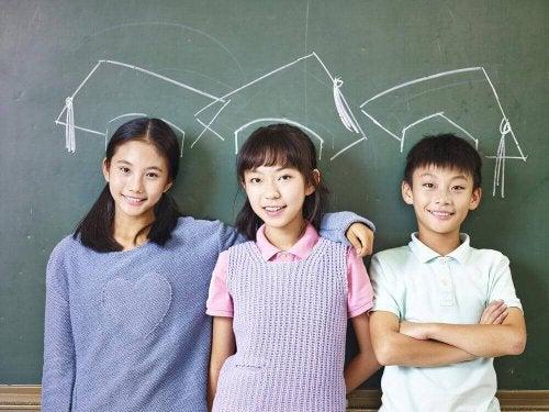 الطفل الياباني : مهذب وحسن السلوك