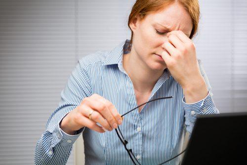 سمات التشنجات العينية اللاإرادية