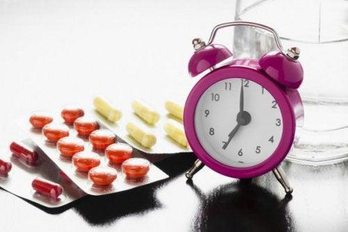 الأدوية والأطعمة التي لا يجب عليك تناولها في آنٍ واحد، لنتعرف عليها!