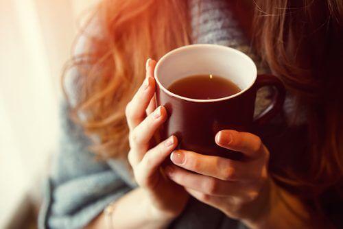 شاي الحزنبل والزعرور البري