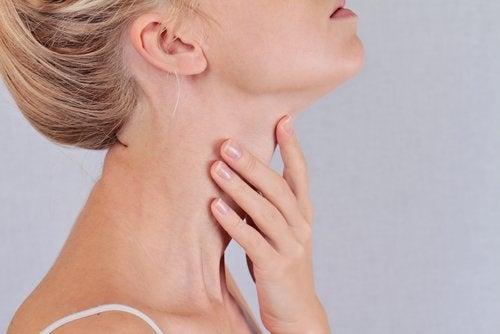 الغدة الدرقية 7 أعراض تظهر على جسدك لتنبهك لمشكلات الغدة الدرقية