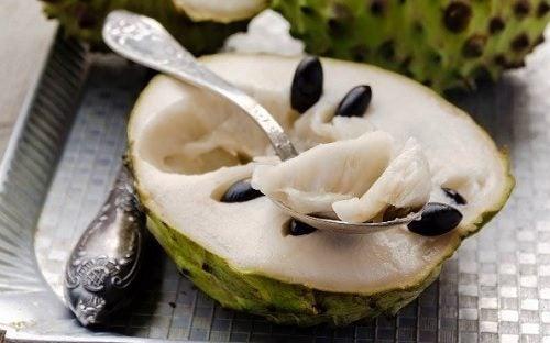 القشطة الصدفية - 9 فوائد رائعة لاستهلاك فاكهة القشطة الصدفية اللذيذة