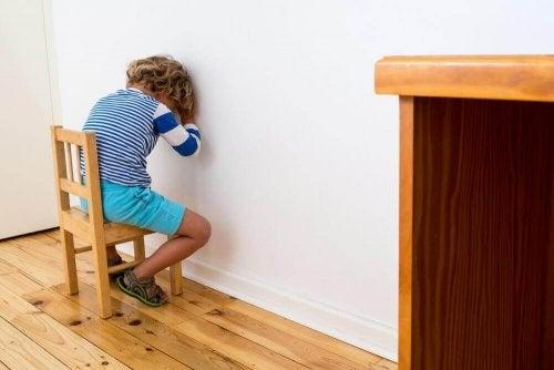 عقاب الطفل - خمسة بدائل تستطيع الاستعانة بها في عملية تأديب وتربية طفلك