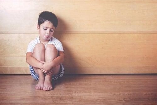 الحرمان العاطفي عند الأطفال – 6 علامات منذرة يجب عليك الانتباه إليها