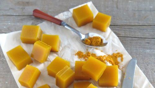 مكعبات جيلاتين العسل والكركم