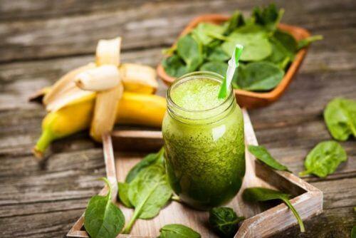سموذي الموز والسلق