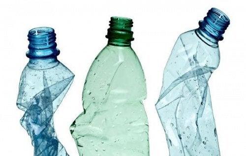 الزجاجات البلاستيكية – 12 وسيلة مبكترة يمكنك من خلالها إعادة استخدامها