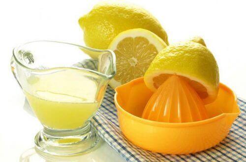 علاج بلاك الأسنان بعصير الليمون
