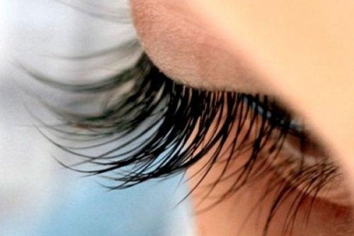 جاذبية الرموش - 8 نصائح تستطيعين من خلالها الحفاظ على صحة رموشك