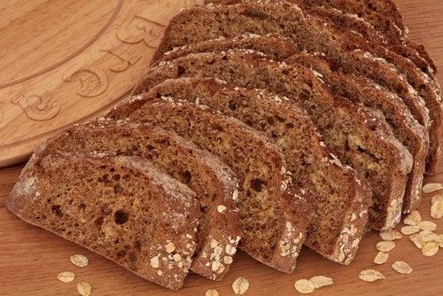 خبز الحبوب الكاملة