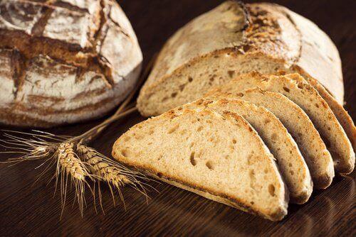 خبز القمح الكامل