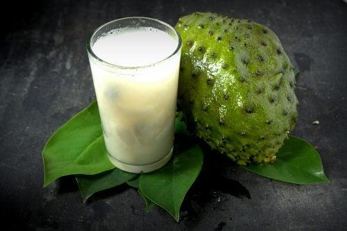 عصير فاكهة الغرافيولا - اكتشف 10 فوائد صحية رائعة لاستهلاكه