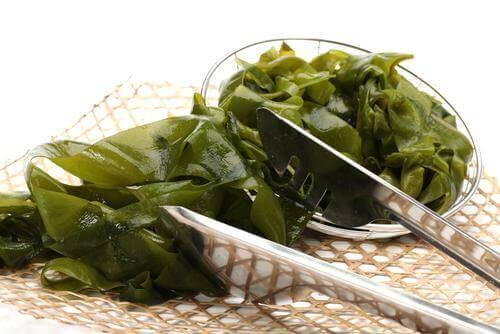كيف تستطيع الاستفادة من استهلاك الأعشاب البحرية الصالحة للأكل؟