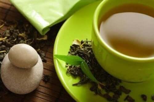 هل يساعد الشاي الأخضر حقًا على إنقاص الوزن؟