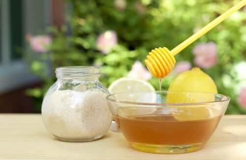 قشري بشرتك باستخدام العسل والسكر