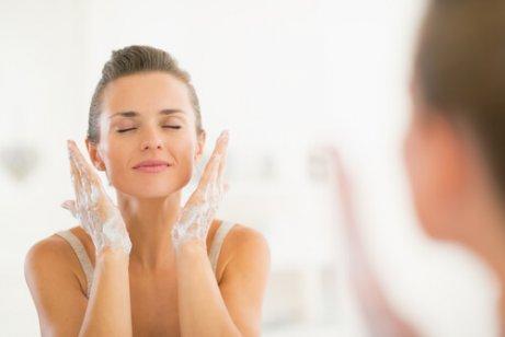 أهمية تنظيف الوجه بانتظام