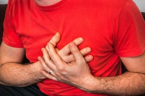 أسباب ظهور ألم الصدر أثناء السعال