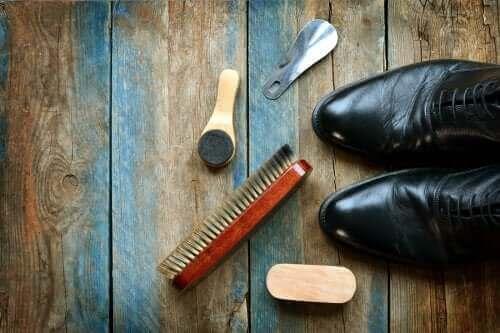 5 نصائح تساعدك على تنظيف الأحذية الجلدية بفعالية