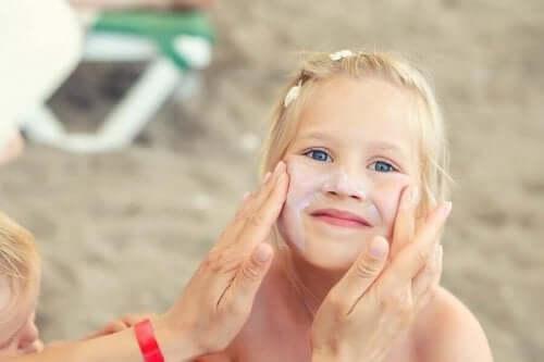 أهمية العناية بالبشرة للأطفال في فصل الصيف