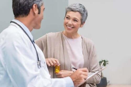 امرأة وطبيب