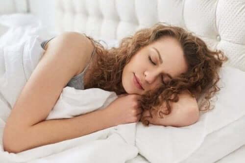 امرأة نائمة