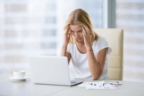 الإصابة بالاكتئاب بسبب بيئة العمل السام
