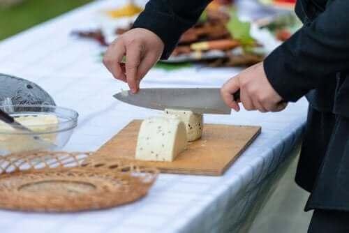 أفضل نصائح تساعدك على تقطيع أنواع الجبن المختلفة