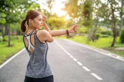 تمديد العضلات أم تقوية العضلات: أيهما أفضل؟
