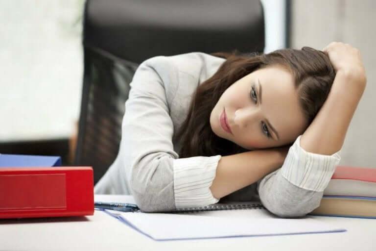 امرأة تعاني من حالة اكتئاب