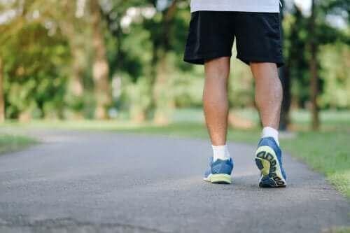 8 أسباب تدفعك إلى ممارسة رياضة المشي بانتظام
