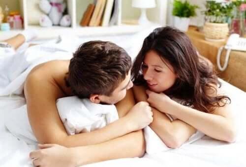 التدليك الجنسي - 4 نصائح لاستثارة شريك حياتك بطريقة مختلفة
