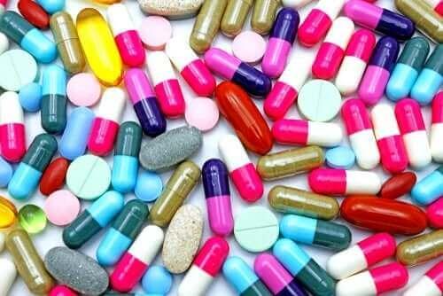 تأثيرات مضاد الالتهاب المعروف أسيكلوفيناك