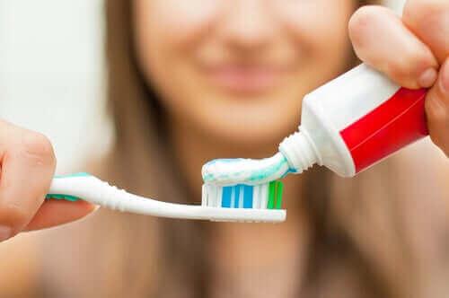غسل الأسنان