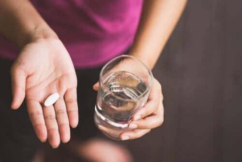مريضة وقرص دواء